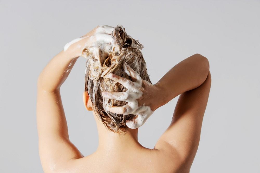 Λούσιμο μαλλιών χωρίς σαμπουάν. Τί να χρησιμοποιήσετε ως υποκατάστατο;